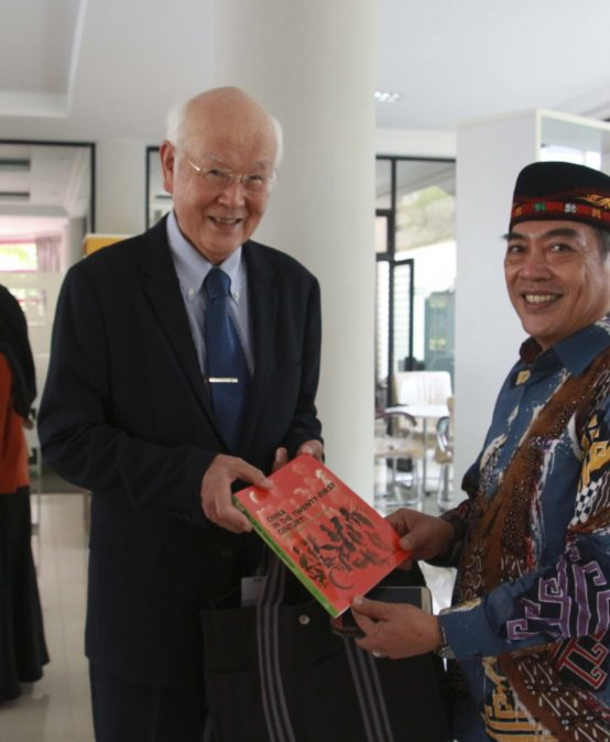 President ABEST21 Donates Books at the Unila FEB Library